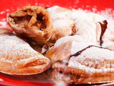 Емпанадас де дулсе - мексикански банички с банани, ябълки, орехи и канела - снимка на рецептата